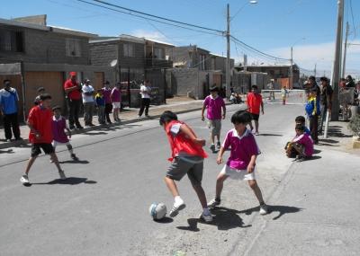 nios de calama se tomaron las calles para jugar ftbol